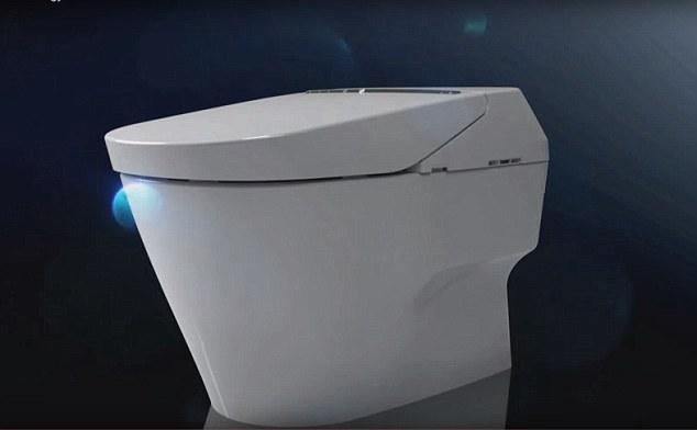 लौ अब पालो स्मार्ट ट्वाइलेटको, स्वचालितरुपमा दिशा सफा गरिदिने अटोमेटिक ट्वाइलेट