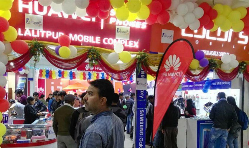 सूपथ मूल्यमा मोबाइल बिक्री योजनाले दशैंमा ग्राहकको भीड बढ्दो