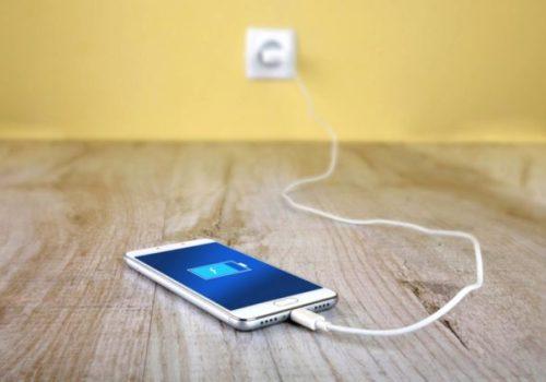 चार्जमा राखेको मोबाइल समाउँदा झापामा एक बालकको करेन्ट लागेर मृत्यु