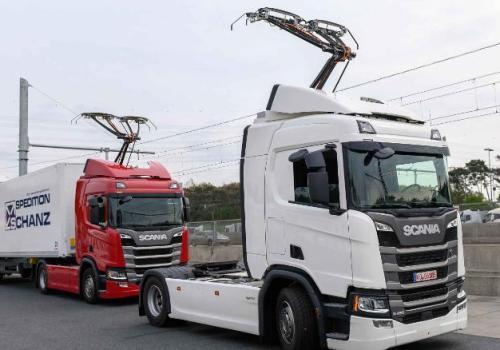 जर्मनीले बनायो पहिलो इलेक्ट्रिक हाइवे, गुडिरहेको बेलामा ट्रकको व्याट्री चार्ज हुने