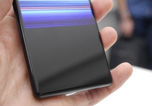पुरै मोडिनसक्ने 'रोलेबल' स्मार्टफोन आउँदै, सोनी एक्सपेरिया रोलेबल स्मार्टफोनको परीक्षण हुँदै