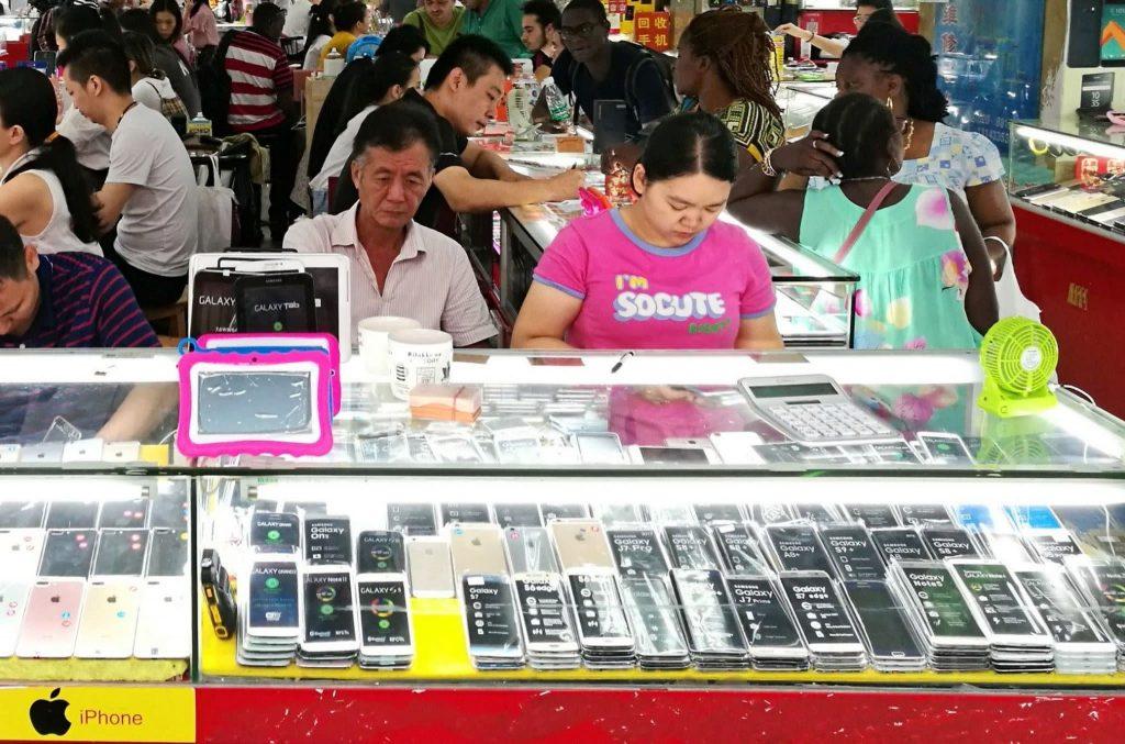 कोरोनाभाइसरका कारण चीनको स्मार्टफोन बिक्री पहिलो चौमासिकमा ५० प्रतिशत घट्ने