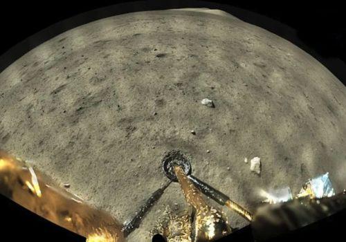 चीनको चांग ई–फाइभ यानले पठायो चन्द्रमाका रंगीन तस्बिरहरु