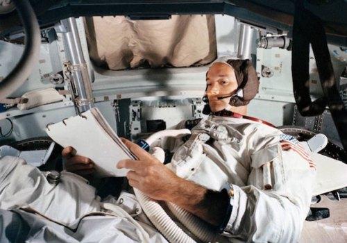 चन्द्रयान 'अपोलो ११' का कमाण्ड पाइलट तथा अन्तरिक्ष यात्री माइकल कोलिन्सको निधन