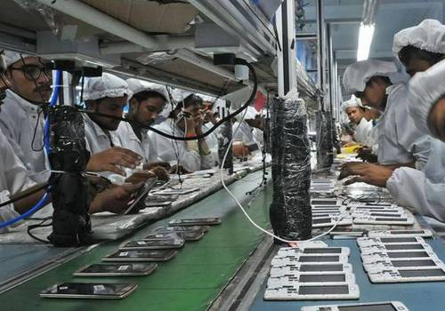 ह्यान्डसेट कम्पनीहरूले भारतमा कामदार र पार्टसको अभावका कारण उत्पादन घटाए