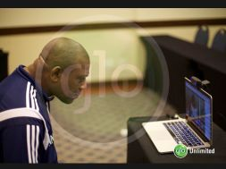 Keshi on Glo Hangout