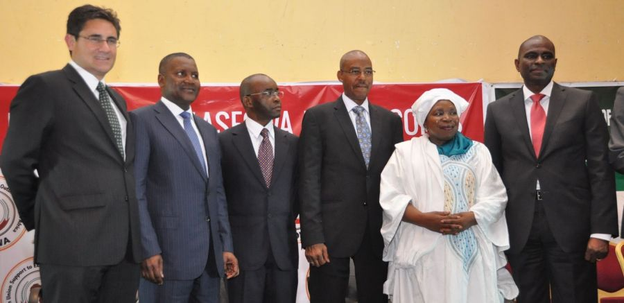 Matthew Willsher, CEO, Etisalat Nigeria (left); Alhaji Aliko Dangote, President, Dangote Group; Mr Strive Masiyiwa, Chairman, Econet Wireless International; Dr Haliru Alhassan, Minister of Health; Dr. Nkosazana Dlamini-Zuma, Chairperson of the African Union and Mr Segun Ogunsanya, MD & CEO, Airtel Nigeria at the launch of '#AfricaAgainstEbola' held at Eko Hotel & Suites, Victoria Island, Lagos