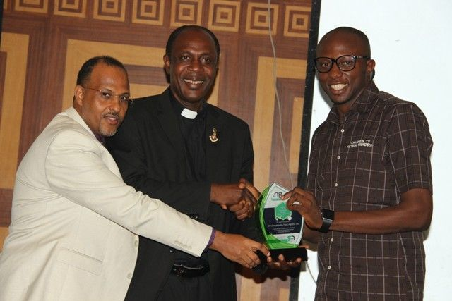 Chukwuemeka Fred Agbata Jnr. (CFA),on the irght, Presenter, Tech Trends on Channels TV and Founder, Techsmart.ng, who received the NiRA Presidential Award for Youth Development, an award that recognizes and encourages youths with a combination of the best .ng website, best online local content and best use of ICT.