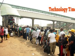 cross-section-of-pedestrants-line-up-to-make-use-of-bridge-at-ojota-lagos-1