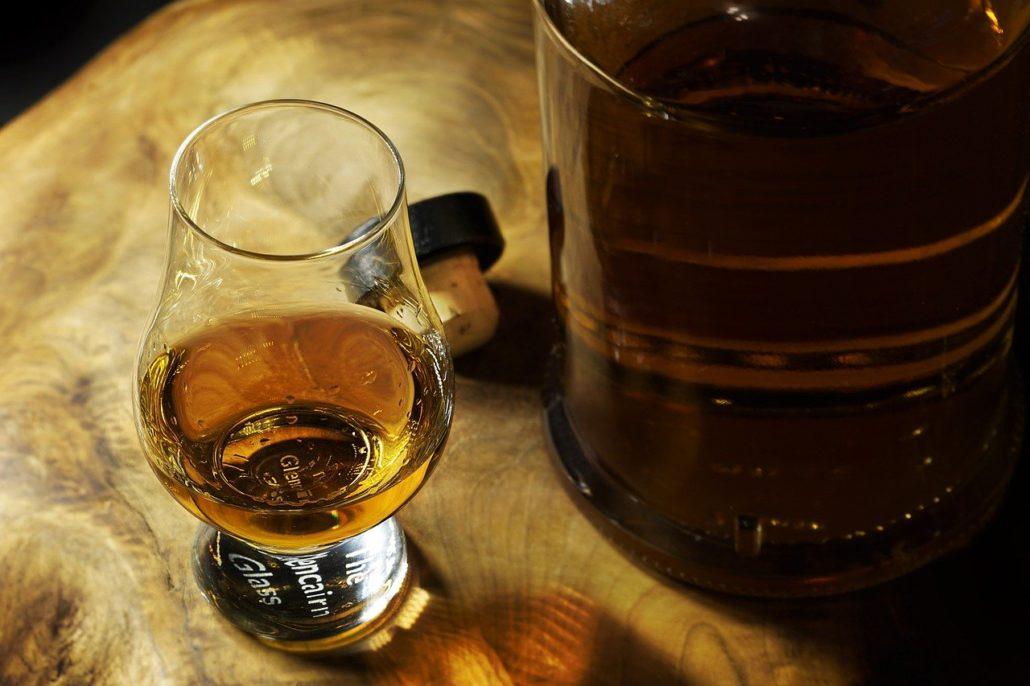 różnica whisky burbon brendy