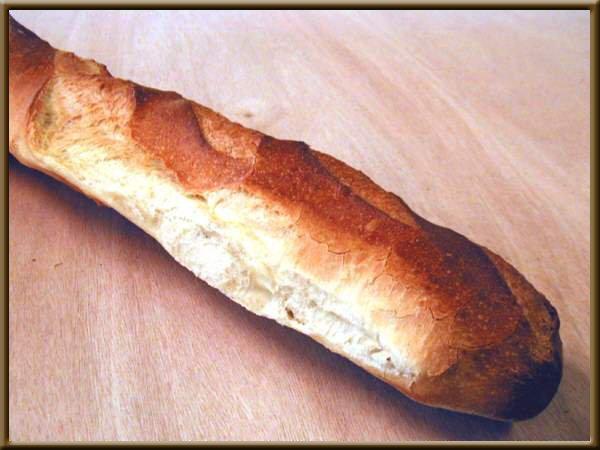 Une image contenant alimentation, assis, intérieur, pain Description générée avec un niveau de confiance élevé