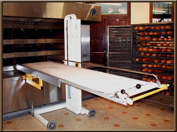 Une image contenant intérieur, plancher, armoire, mur Description générée automatiquement