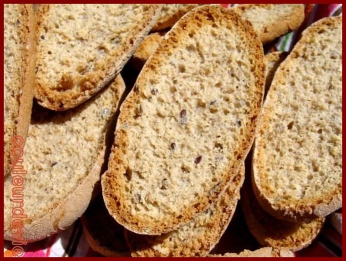 Une image contenant alimentation, pain, table, en-cas  Description générée automatiquement