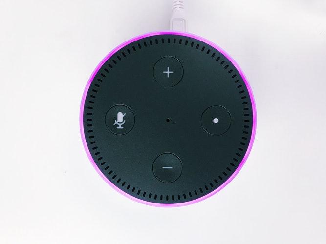 Amazon Alexa Echo en purple mode