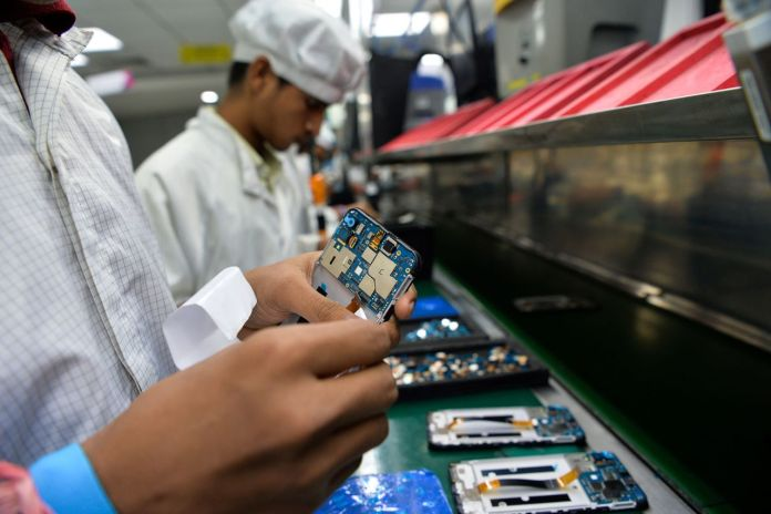 Indian Govt welcomes Apple & Samsung's effort to boost local manufacturing of smartphones