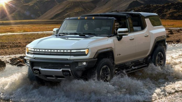 GM's New Electric Hummer can Drive Diagonally, with 300 Miles of Range