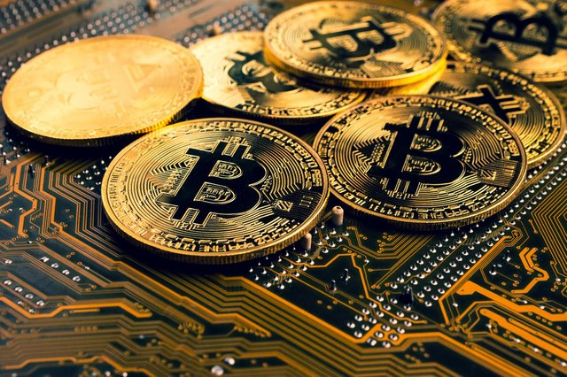 Bitcoin falls over 11% while Etherium losses 13% of its value within 24hours