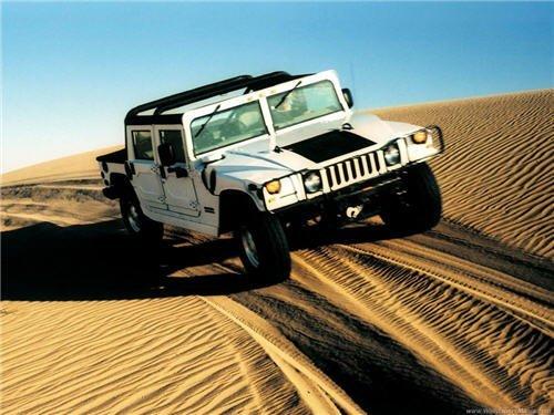hummer-in-desert