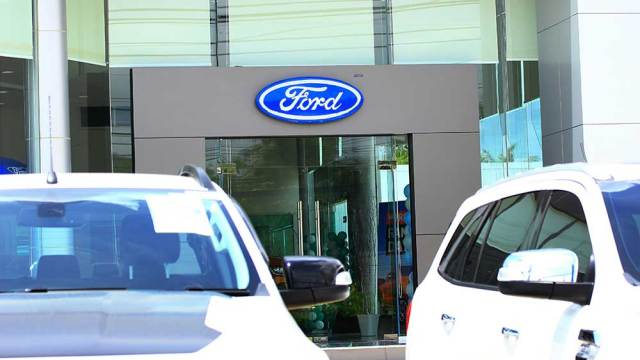 Ford's Shares Fall After Missing Fourth-Quarter Estimates