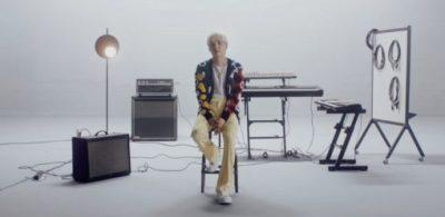 【影片】BTS成員SUGA如何重新詮釋三星經典主題音樂「Over the Horizon」