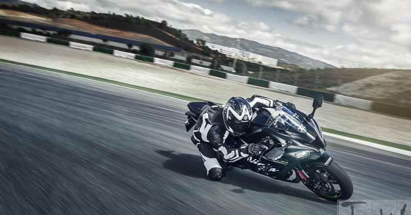 Image Gallery: Kawasaki Z800 and Z1000  'Sugomi Editions' and Winter Edition Ninja ZX-10R