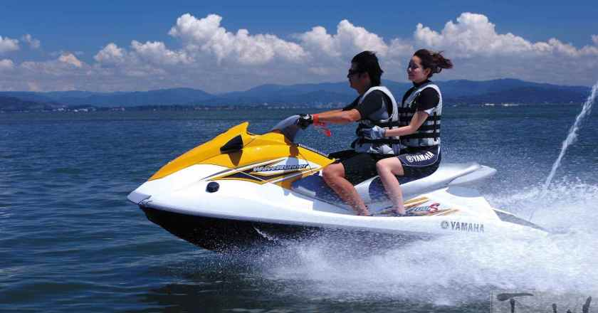 Yamaha WaveRunner VX700S Jet Ski ridden and reviewed!!