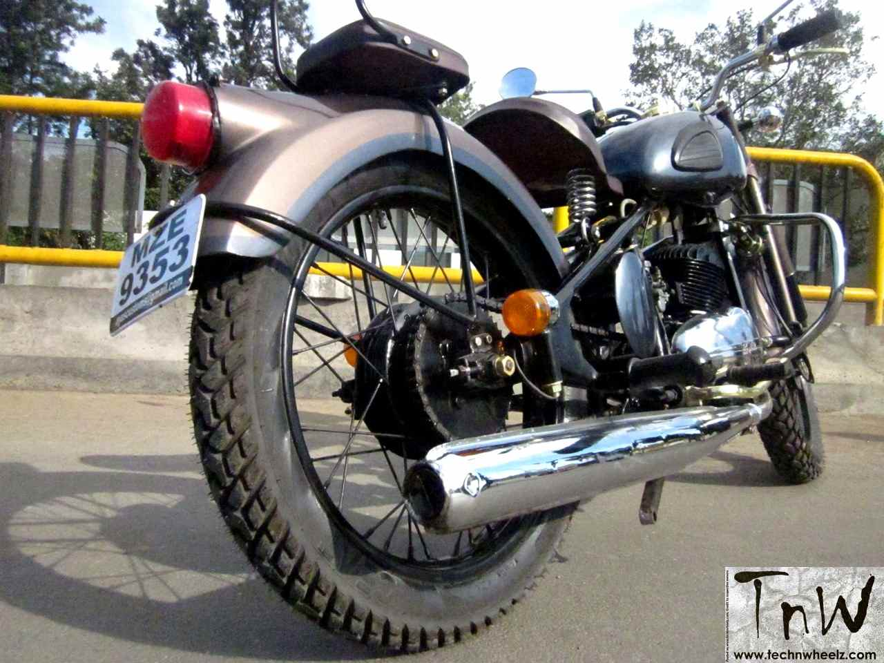 RAJDOOT-175 REMASTERED by Ayas Custom Motorcycles – TECH 'N WHEELZ