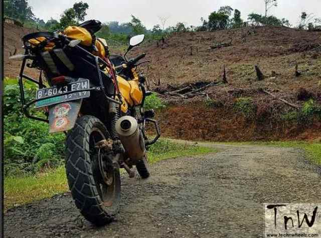bajaj-pulsar-220f-modified-to-ducati-multistrada-5