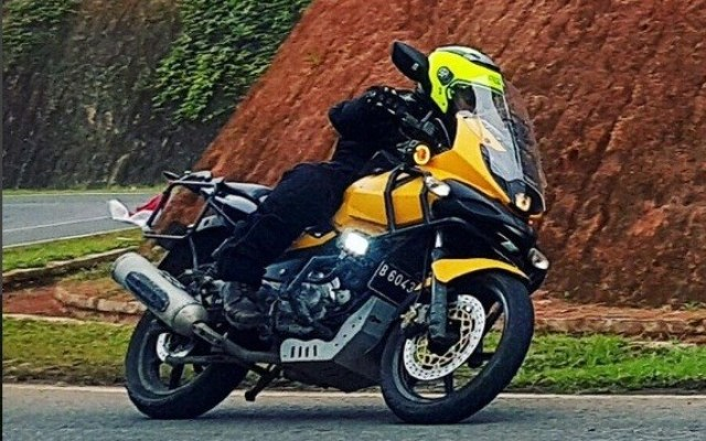 bajaj-pulsar-220f-modified-to-ducati-multistrada-8