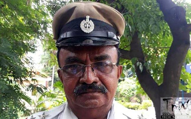 Cop stops President's convoy in Bengaluru to make way for ambulance