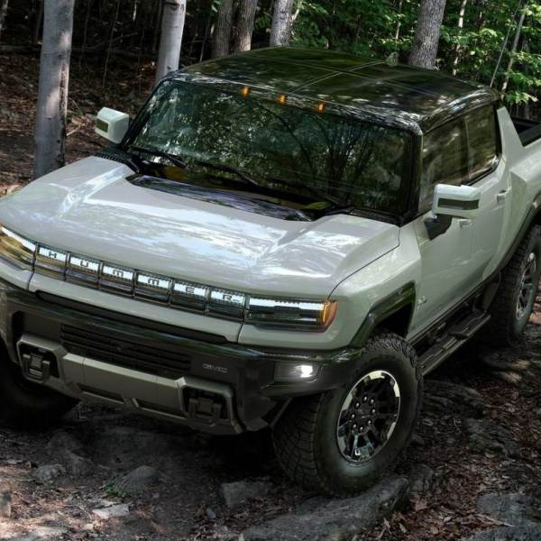 GMC Hummer EV pick-up 1000hp debuts. Rival to the Tesla Cybertruck
