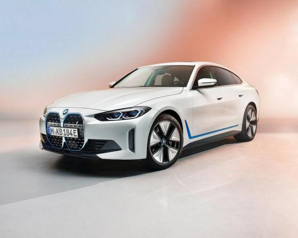 530-HP BMW i4 electric sedan revealed. Sprints 0-100 in 4 secs