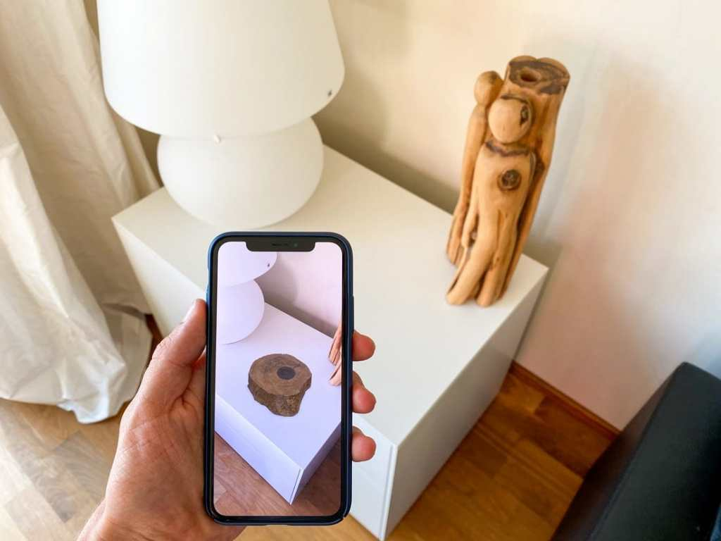 How Augmented Reality (AR) display digital content