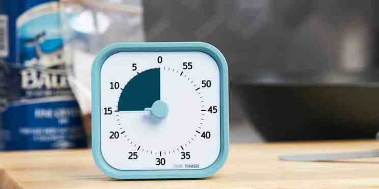 Blue cube shaped visual timer showing 15 minutes.