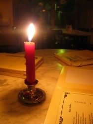 candle-in-a-restaurant-1456501-639x852