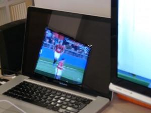 MacBook_Pro_glossy_screen_reflection