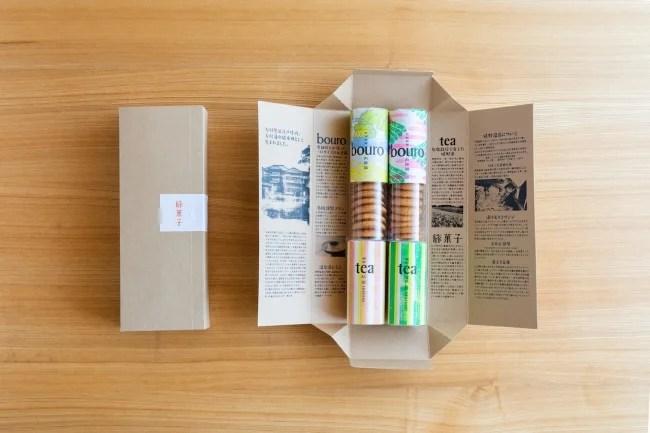 箱の内側には大村屋や嬉野の歴史、お茶の栽培方法、温泉の成分、大村屋の過ごし方などが記載