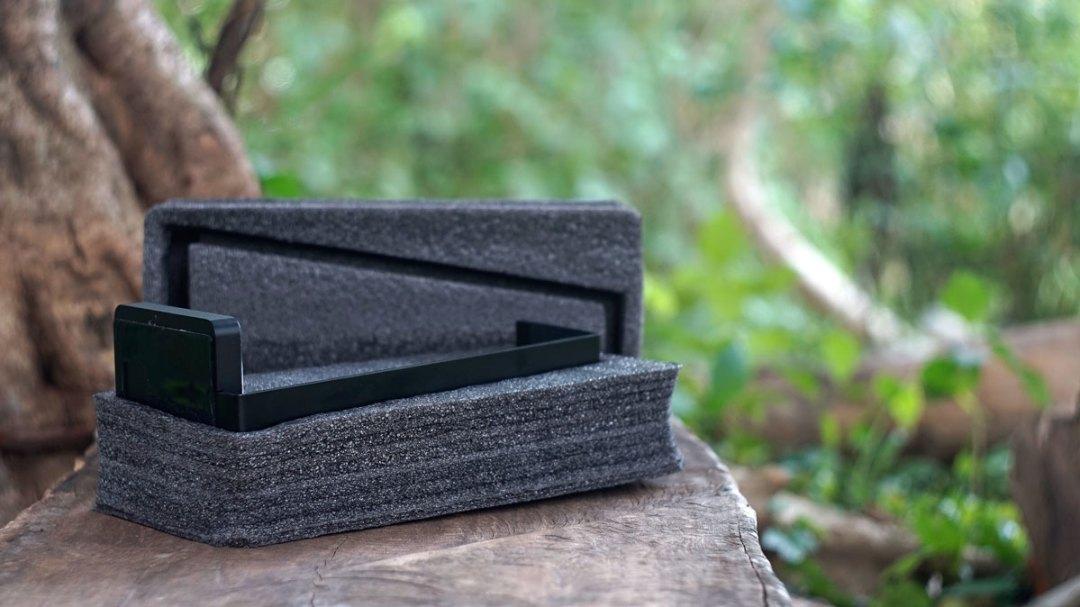 LUXA2 E-One Headset Holder (1)