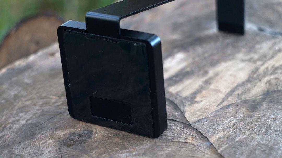 LUXA2 E-One Headset Holder (5)