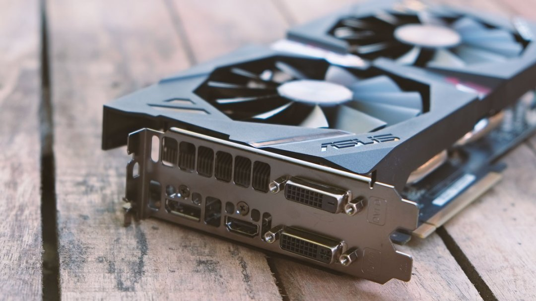 AMD Radeon R9 380X Images (1)