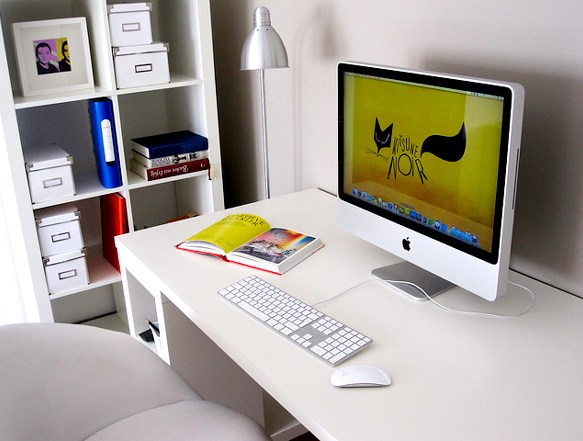 Very clean and simple setup of iMac
