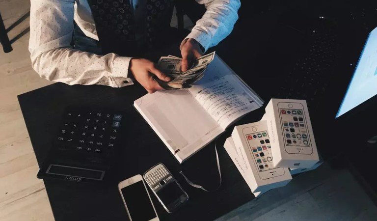 4 Ways to Use Technology to Increase Your Income