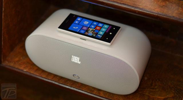 nokia-jbl-powerup-wireless-charging-peaker