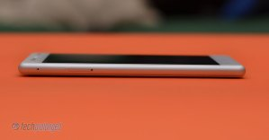 Nokia 3 - SIM/microSD slots