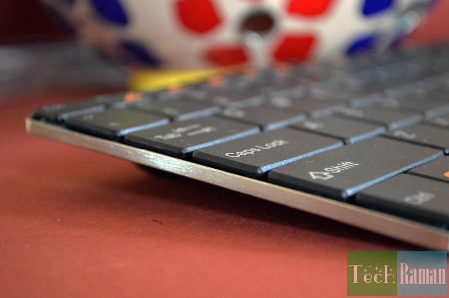 Rapoo-9020-keyboard-side