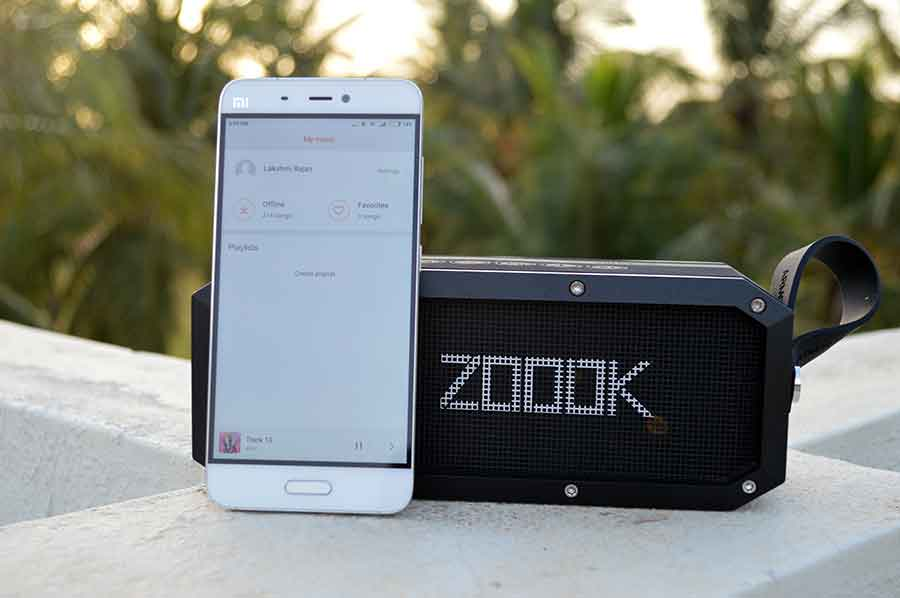 Zook-Armor-XL-paired-with-smartphone