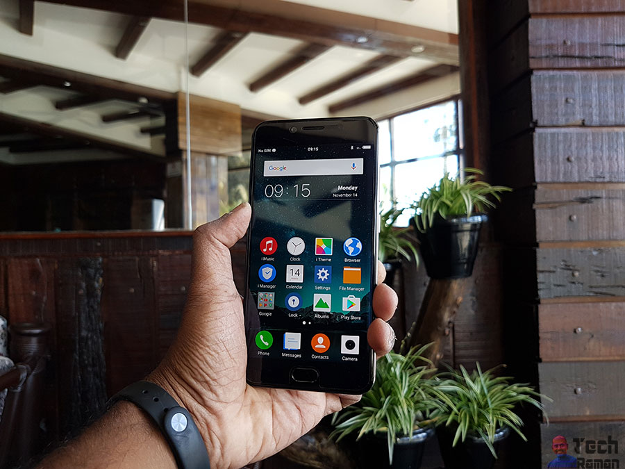 Vivo V5 with 20MP selfie camera with moonlight flash