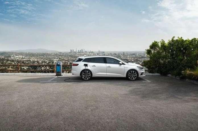 81 Renault Megane Refresh 2020 Etech Charging