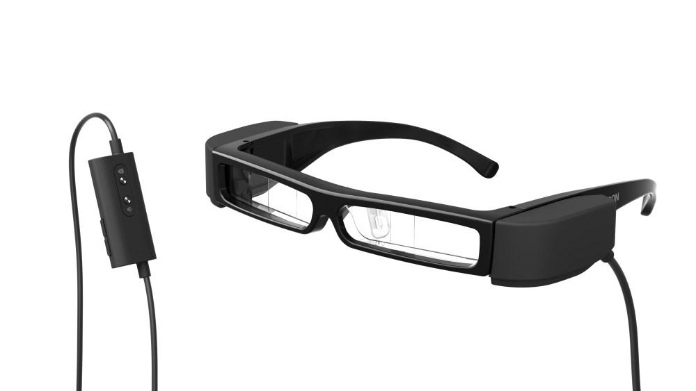 新聞圖片二:舒適輕巧的「次視代 智慧眼鏡」Moverio BT-30C,可透過Type-C直接讀取指定手機型號的數位內容,雙手不需再緊握小螢幕,虛實影像完美結合,打造專屬的影音世界!.jpg