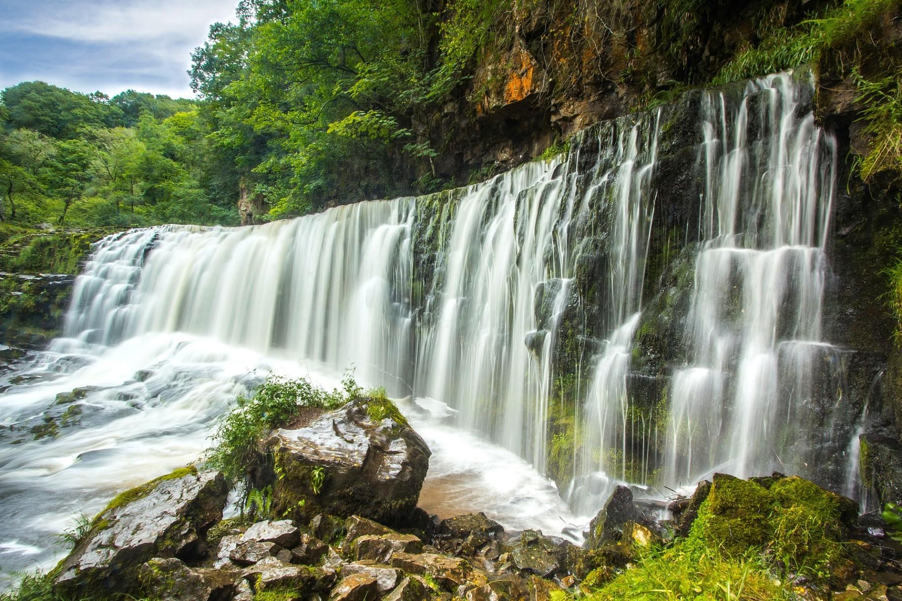 Kuang Si Falls Hd Wallpaper 1920 Grounding Waterfall And Agile In Reality